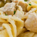 Pasta cremosa con pollo